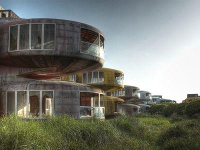 Ufo_houses