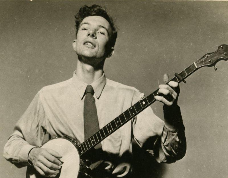 Pete-seeger-banjo-1